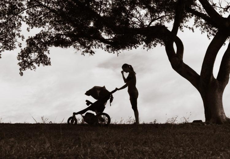 waarom de roze wolk de grootste vloek van het moederschap is